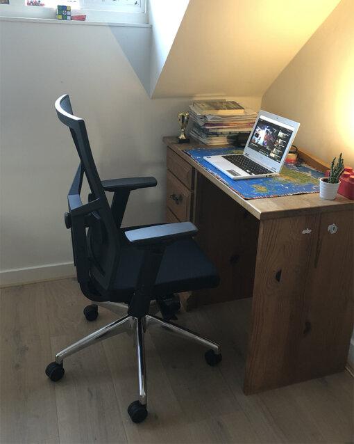 soni bureaustoel op zolder